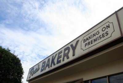 Bea's Bakery sign